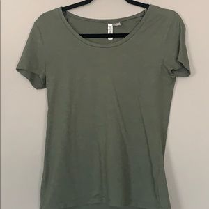 Green scoop neck tee